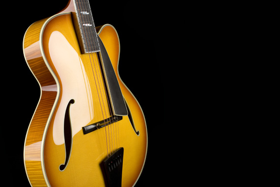 lựa đàn guitar