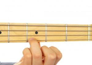 Vi tri tay trai tren Guitar Bass