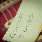 Để chơi guitar solo?