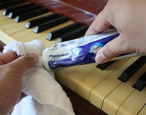 Vệ sinh phím piano