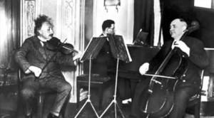 Einstein chơi Violin