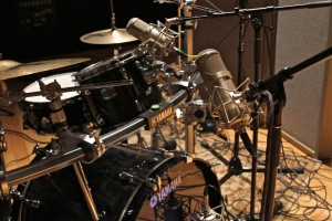 Dat-mic-thu-am-drums