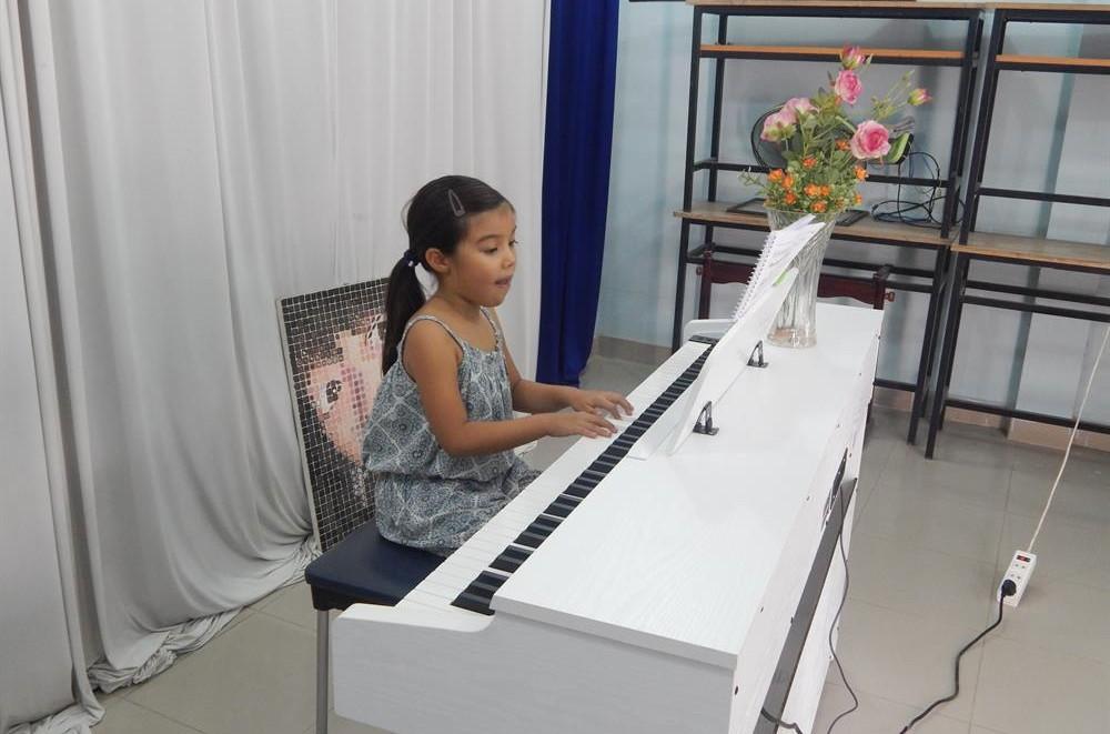 Học đánh piano