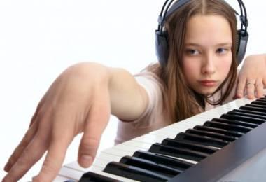Có nên học đàn Piano trên đàn Organ?